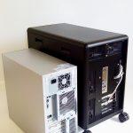 Hagyományos torony számítógép (balra) és a DEXTER (jobbra) méreteinek összehasonlítása